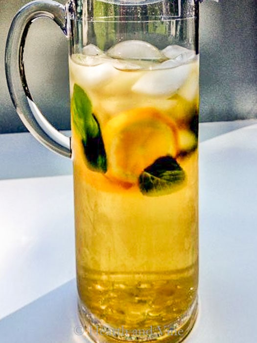 Herbal infusion of mint for herbal iced tea