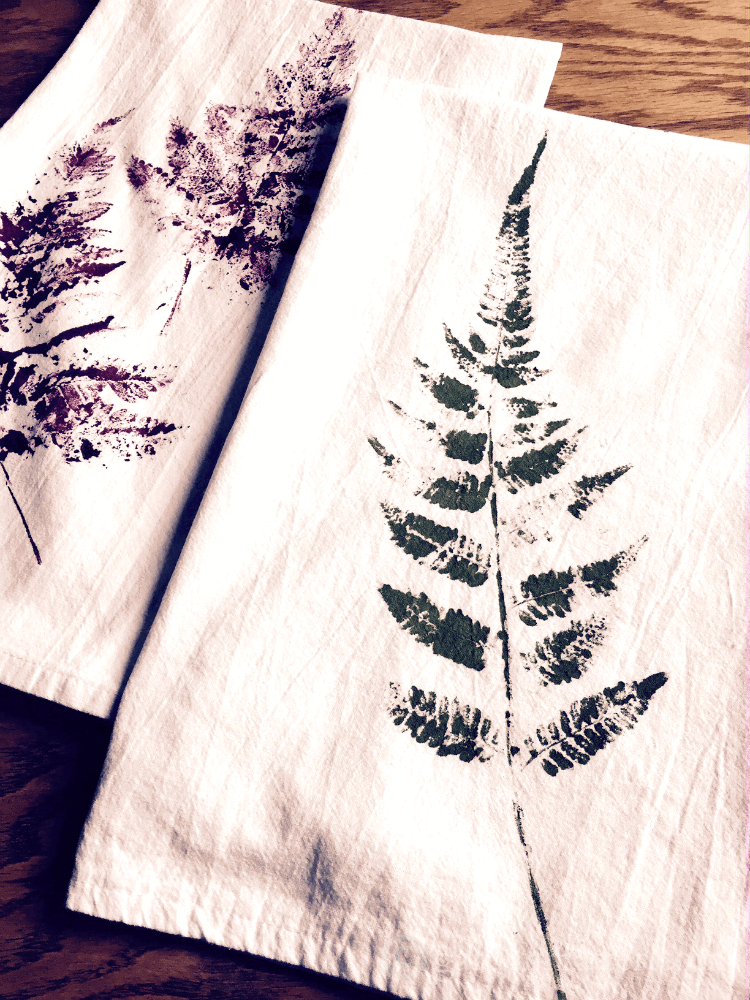 Make hand-printed tea towels for your friends and family this year. They make great gifts and are easy and inexpensive to make.