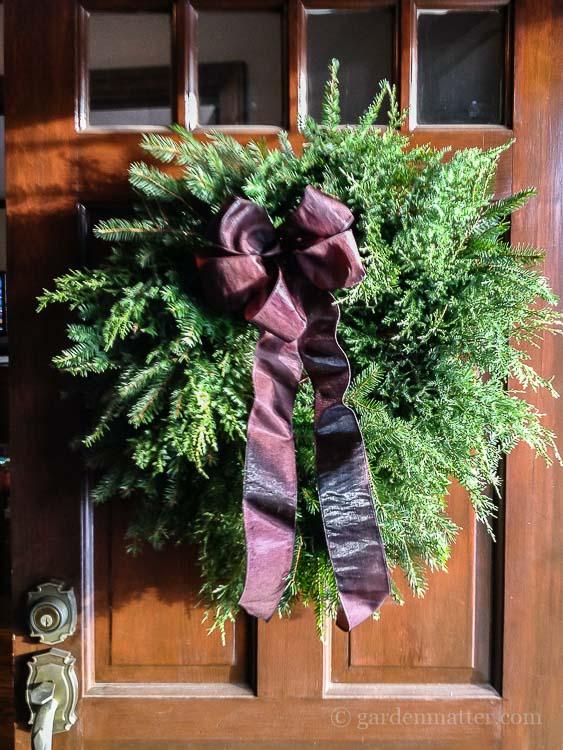 diy-evergreen-wreath-front-door