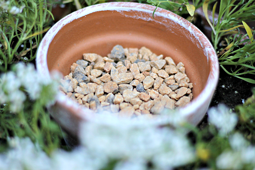 Gravel in pot