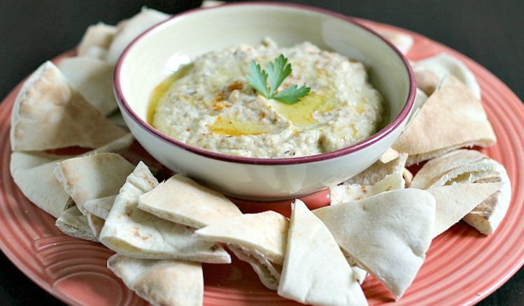 Baba ganoush dip with pita wedges