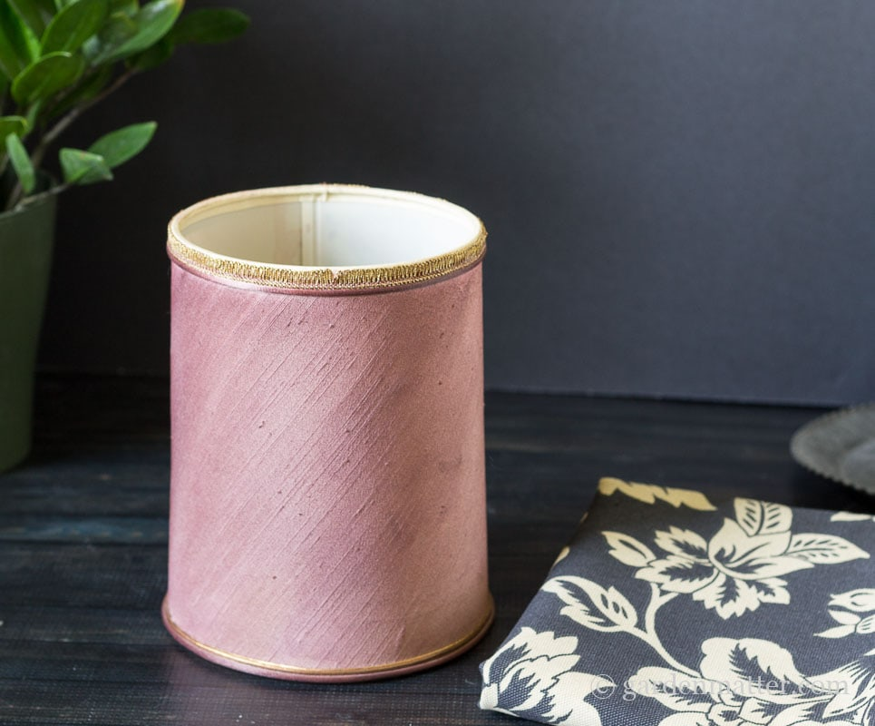 Old Lampshade ~ DIY Fabric Lampshade Makeover ~ gardenmatter.com