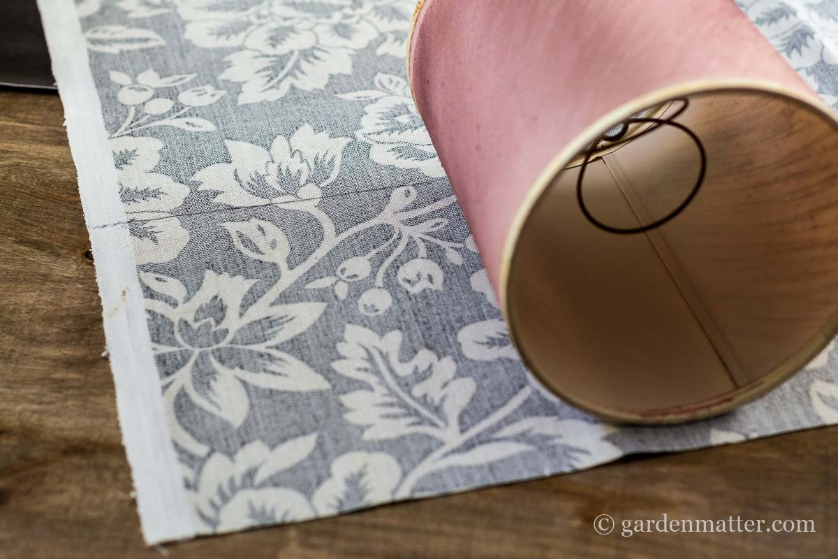Tracing Pattern on Fabric ~ DIY Fabric Lampshade Makeover ~ gardenmatter.com