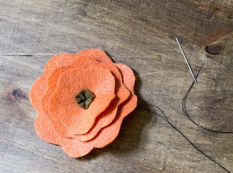 Felt Flower Wreath Tutorial - Daisy Felt Flower sewn together