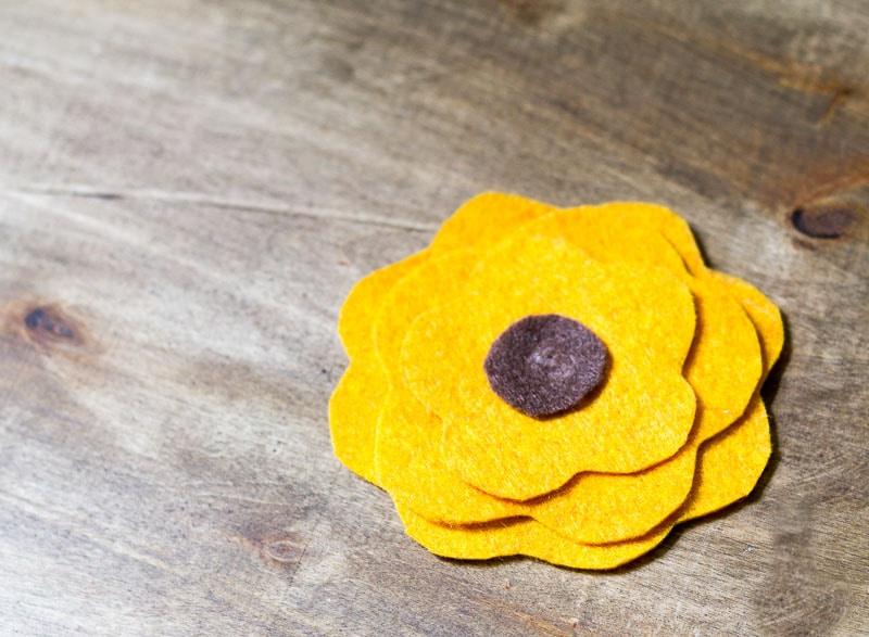 Felt Flower Wreath Tutorial for Fall | Garden Matter