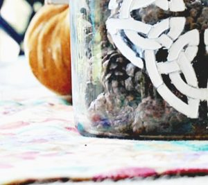 diy-decorative-jar-pine-cones-stencil-candle-jemma