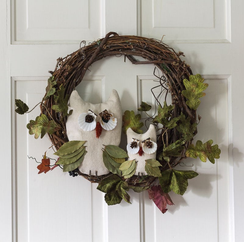 This nature inspired fall owl wreath is simple to make and you may even have all the materials at hand. Take your cue from nature for some fun fall decor.