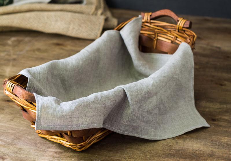 linen-napkins-in-long-basket
