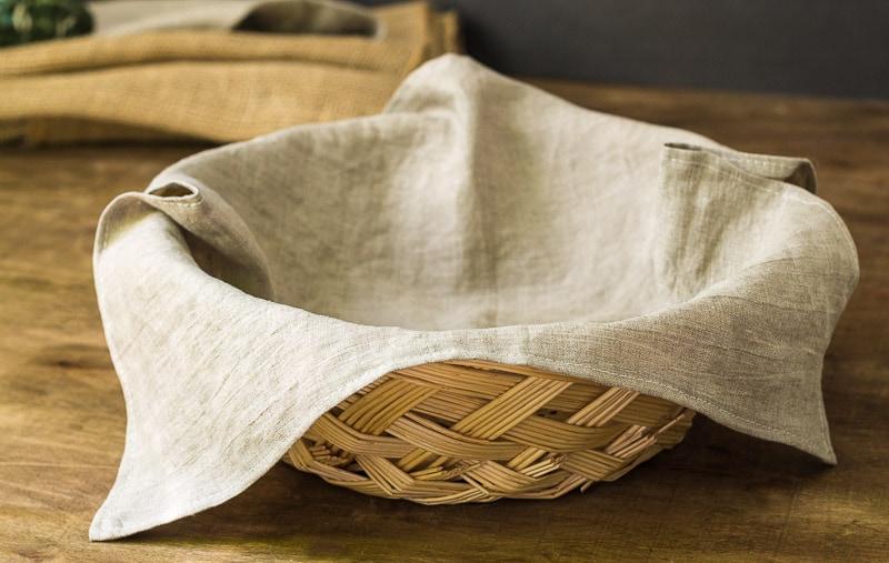 linen-napkins-in-round-basket