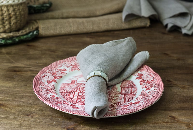 making-linen-napkins-napkin-on-red-plate