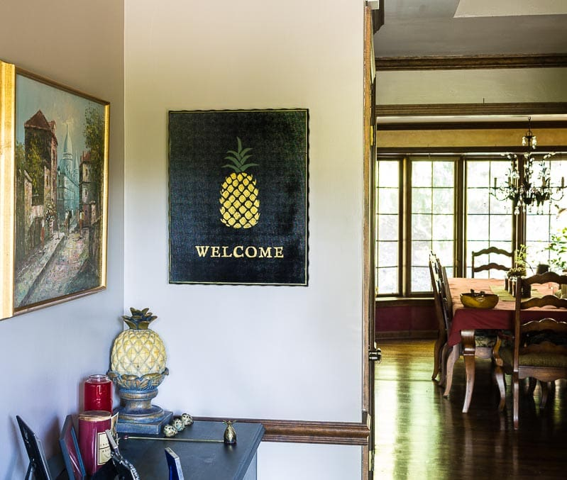 Pineapple welcome sign hanging in foyer