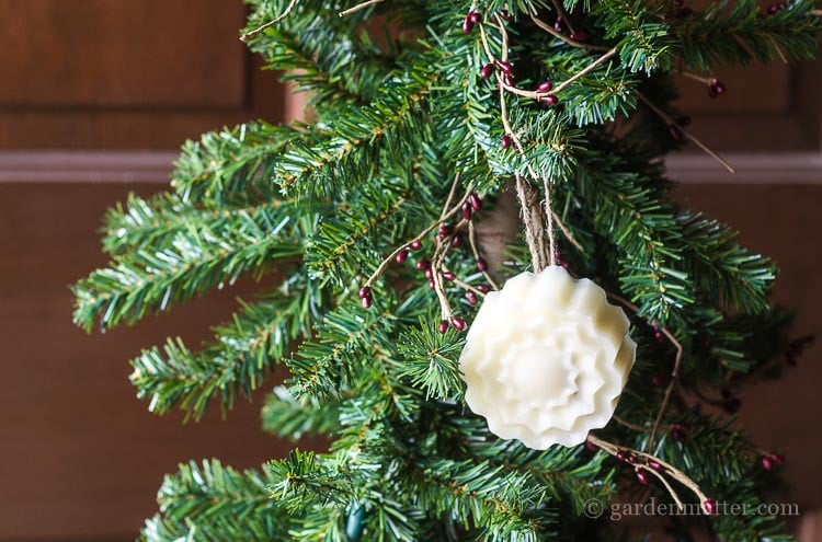 hanging-beeswax-ornament