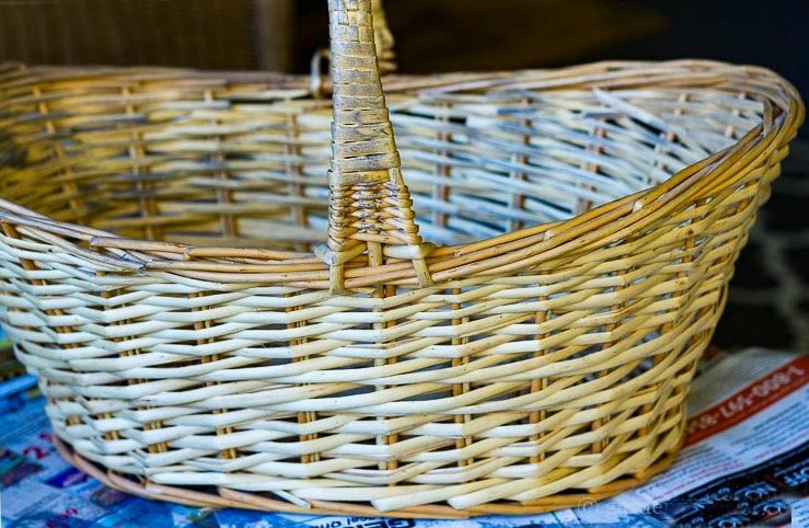 Natural willow basket