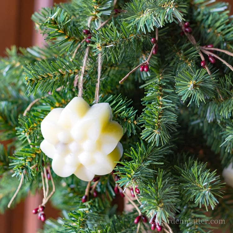 This simple tutorial shows you how to make beautiful scented beeswax ornaments. A great natural way to decorate your holiday tree.