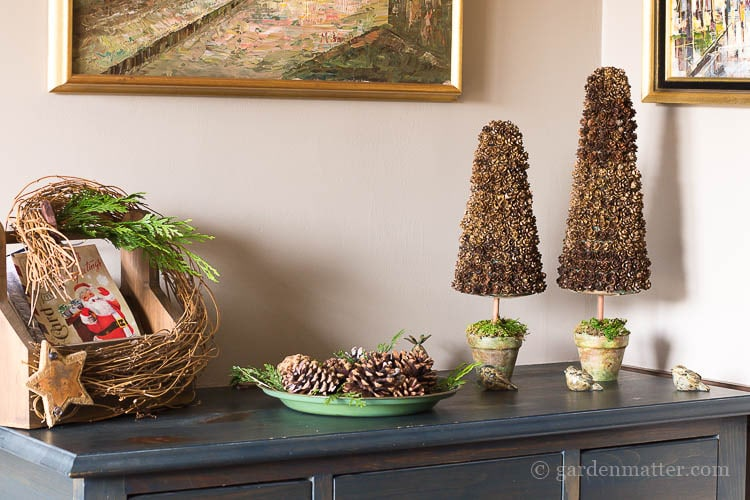 pinecone-christmas-trees-in-foyer
