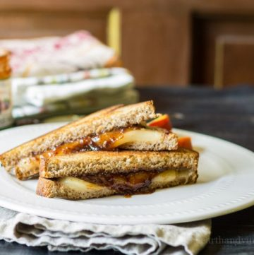 fontina and fig grilled cheese sandwich