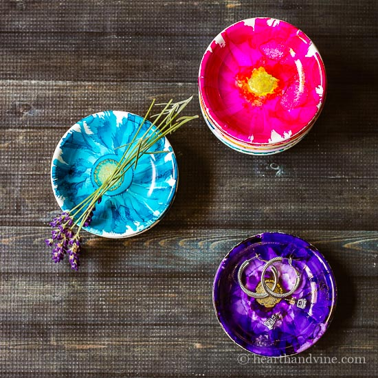Alcohol ink jewelry dishes are easy to create, and make beautiful handmade gifts.