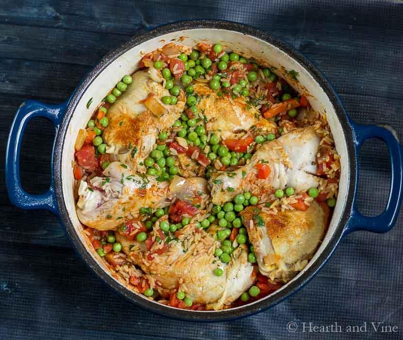 Arroz con pollo in dutch oven