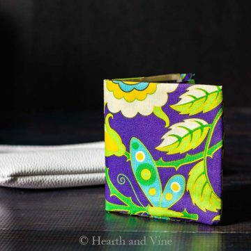 Mini fabric wallet standing
