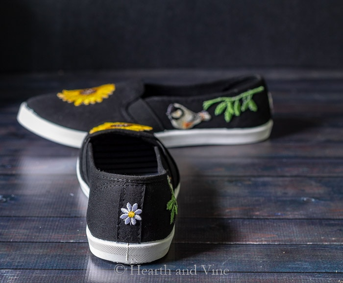 Back of sneaker with daisy