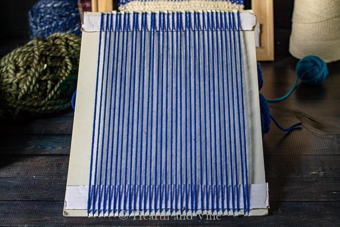 Weaving loom from cardboard