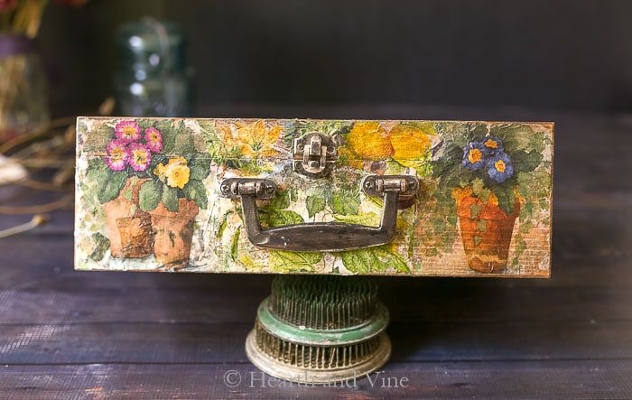 Vintage seed box front