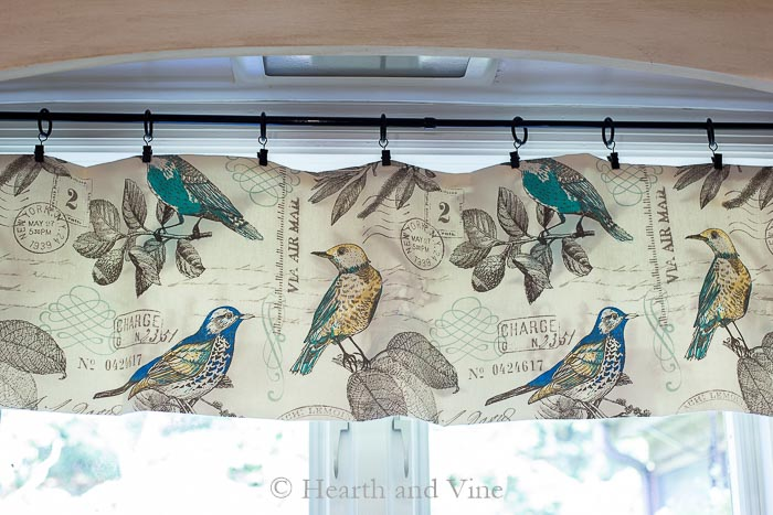 Hung valance with clips