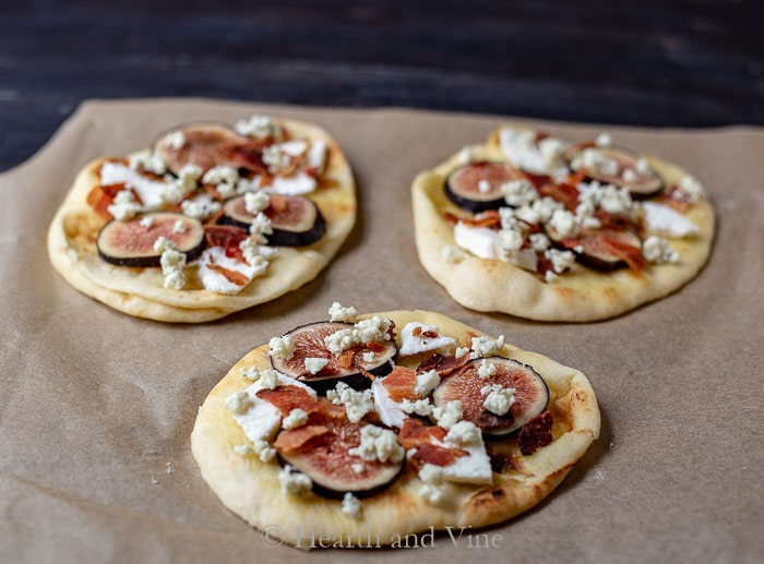 fig bacon and blue cheese pizza prep