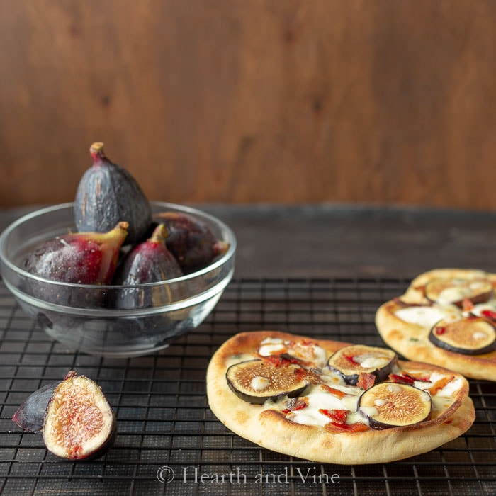 Naan bread with figs, bacon and Gorgonzola cheese.