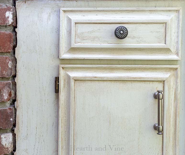 Liberty hardware knobs and pulls on cabinets