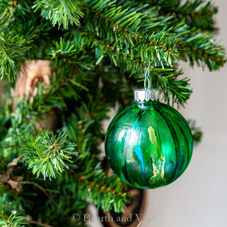 Alcohol Ink Christmas Ornaments.Alcohol Ink Ornaments That Look Like Colorful Blown Glass