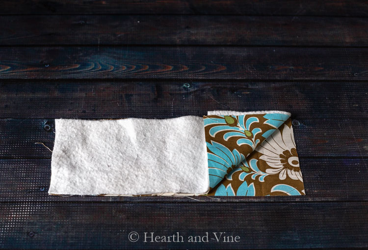 Fabric arrangement for coffee sleeve