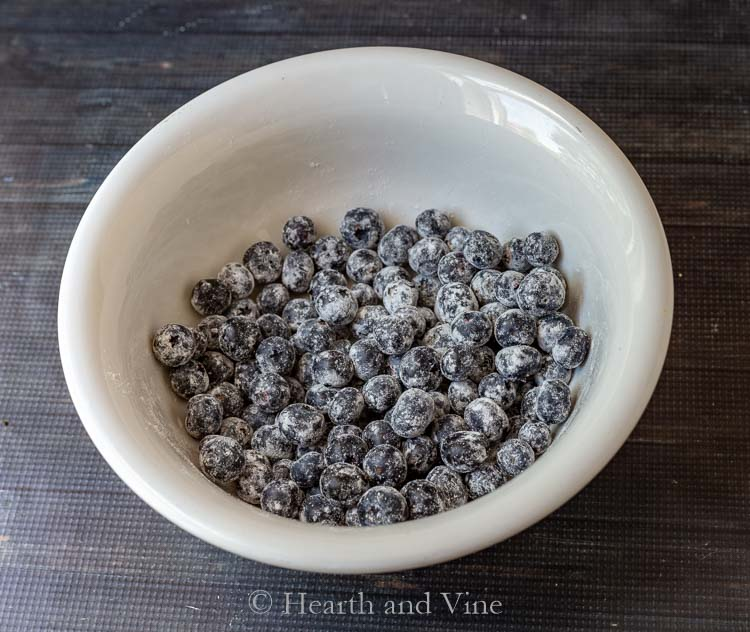 Floured blueberries in bowl