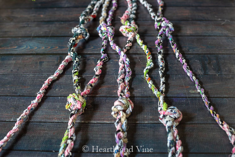 Bottom row of knots for fabric twine hanger