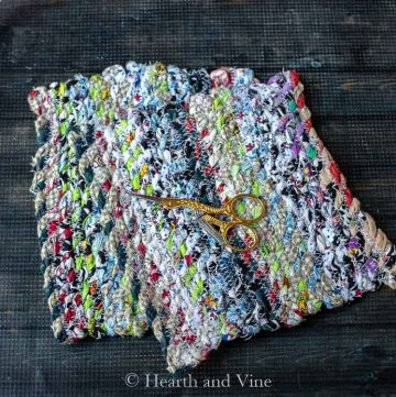 Fabric twine potholders and scissors