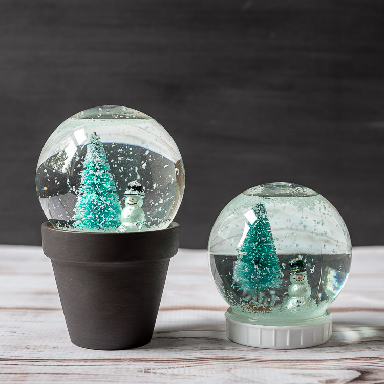 Snow globe plain and snow globe in clay pot