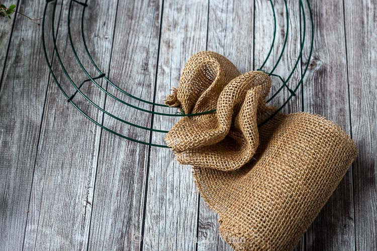 Making burlap bubble between wires on wreath frame