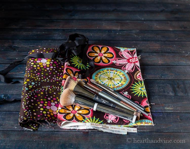 Supplies for makeup brush roll bag