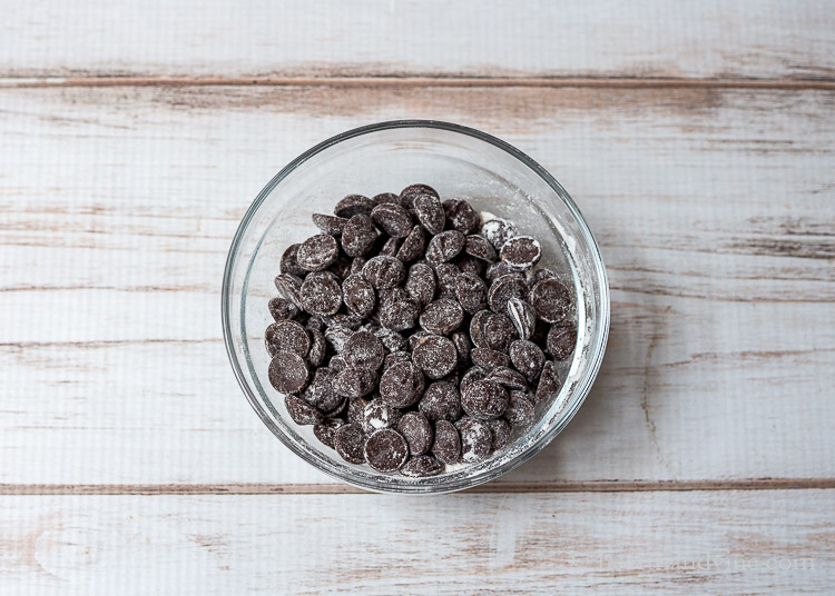 Floured chocolate chips