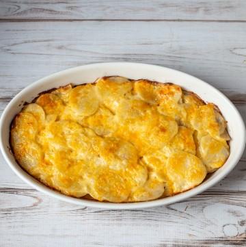 Potatoes au gratin in a casserole dish