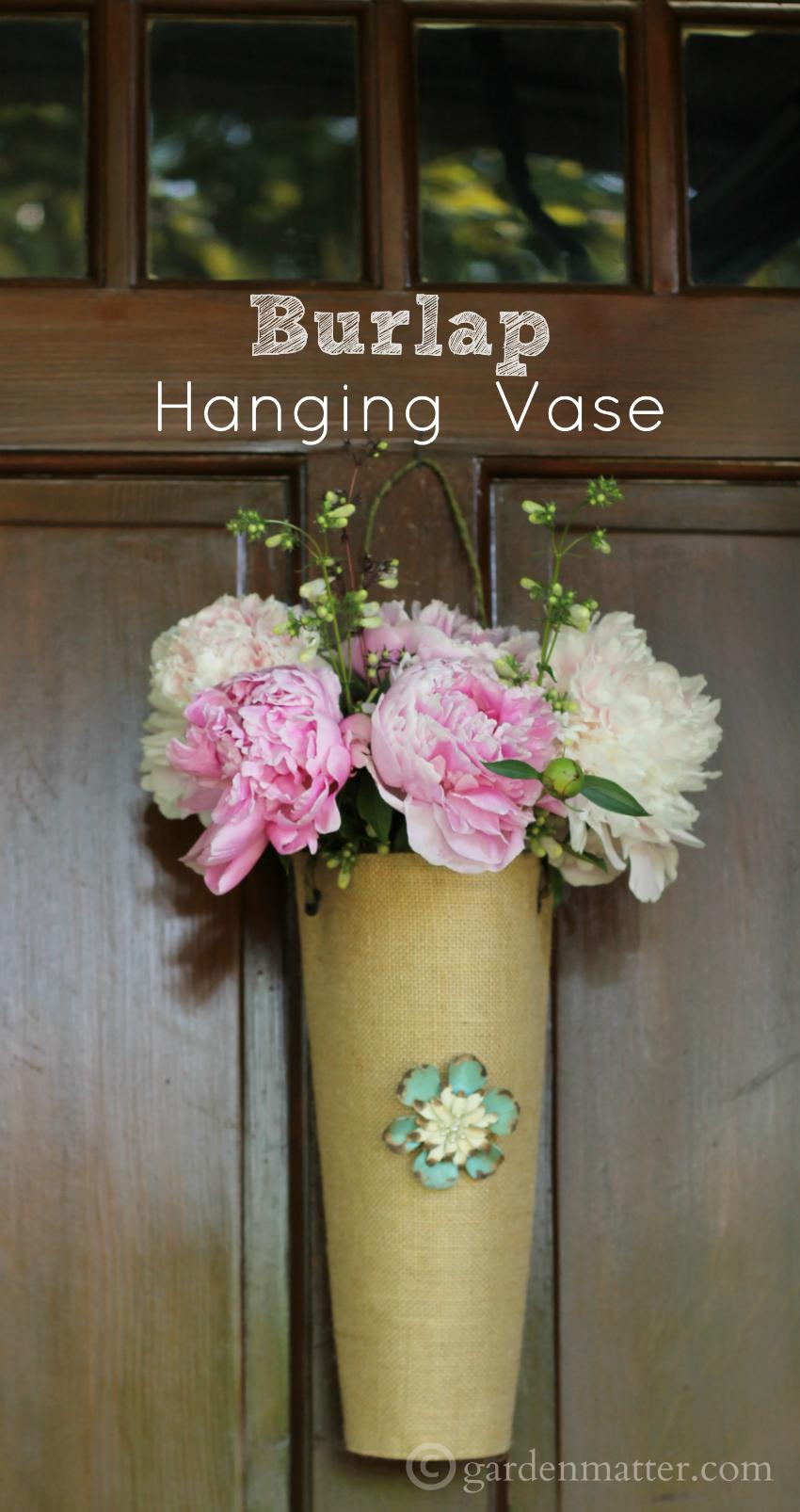 Hanging burlap flower vase learn how to make a simple burlap hanging burlap flower vase from a placemat the reviewsmspy