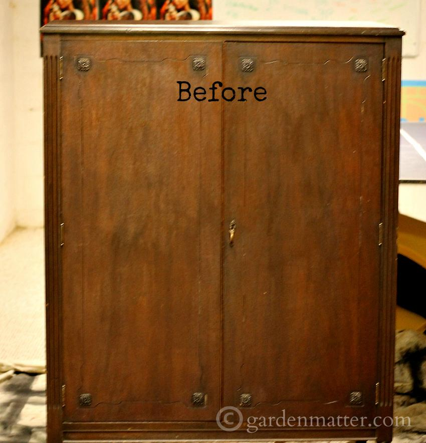 DIY chalk style paint to transform an old piece of furniture into a modern piece.
