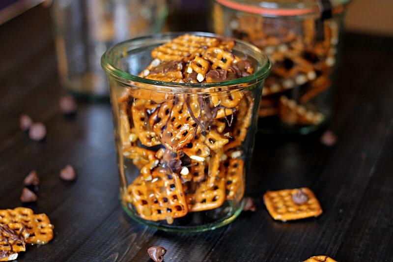 chocolate caramel pretzel treat ~packaged in weck jar