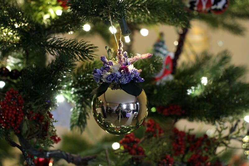 Christmas Home Tour - dried flower ornament - gardenmatter.com