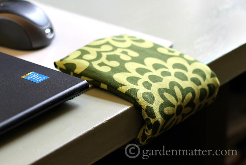 FInished cuff green pattern - Wrist Comfort Cuff - gardenmatter.com