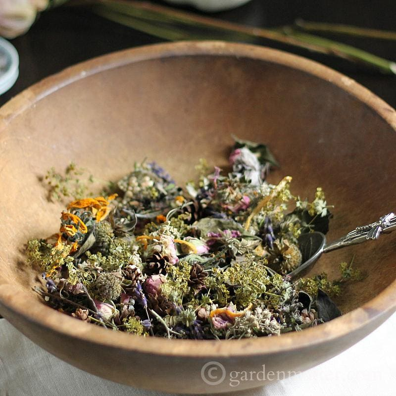 How to use herbs to make garden potpourri