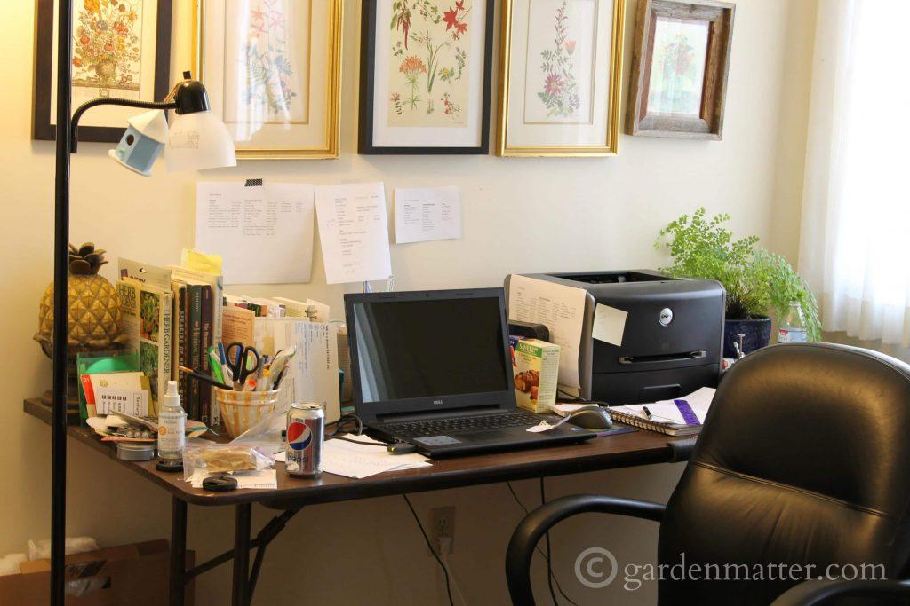 Old Desk ~ DIY Office Desk ~ gardenmatter.com
