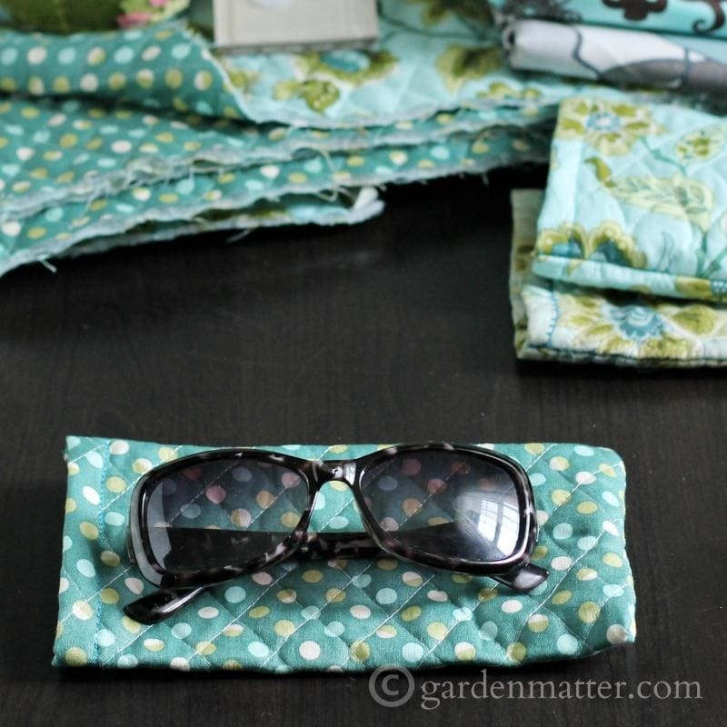 quilted sunglass case tutorial.