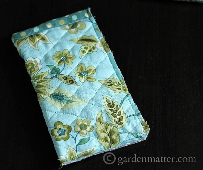 Quilted sunglass case tutorial, sewing sides and bottom