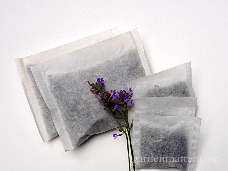How to make lavender tea bags - a great way to relax in the tub.